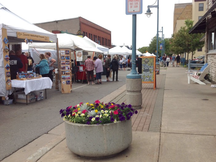 The 2018 Sault Summer Arts Fair on Portage Ave, Sault Ste. Marie, MI. Photo by Sue Johnson.